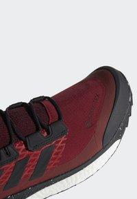 adidas Performance - TERREX FREE HIKER GORE TEX HIKING SHOES - Hikingskor - burgundy - 7