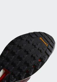 adidas Performance - TERREX FREE HIKER GORE TEX HIKING SHOES - Hikingskor - burgundy - 6