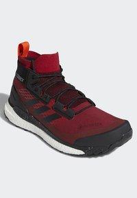 adidas Performance - TERREX FREE HIKER GORE TEX HIKING SHOES - Hikingskor - burgundy - 3