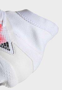 adidas Performance - PREDATOR 20.3 FG - Voetbalschoenen met kunststof noppen - ftwwht/cblack/pop - 5