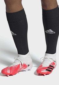 adidas Performance - PREDATOR 20.3 FG - Voetbalschoenen met kunststof noppen - ftwwht/cblack/pop - 1