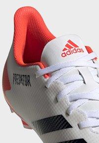 adidas Performance - PREDATOR 20.4 FXG - Voetbalschoenen met kunststof noppen - ftwwht/cblack/pop - 5