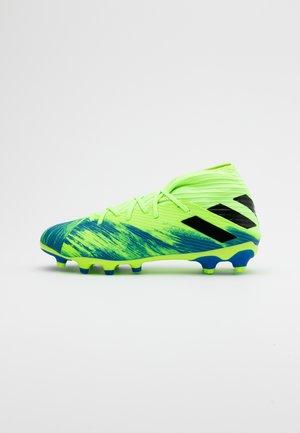 NEMEZIZ 19.3 MG - Chaussures de foot à crampons - footwear white/core black/signal green