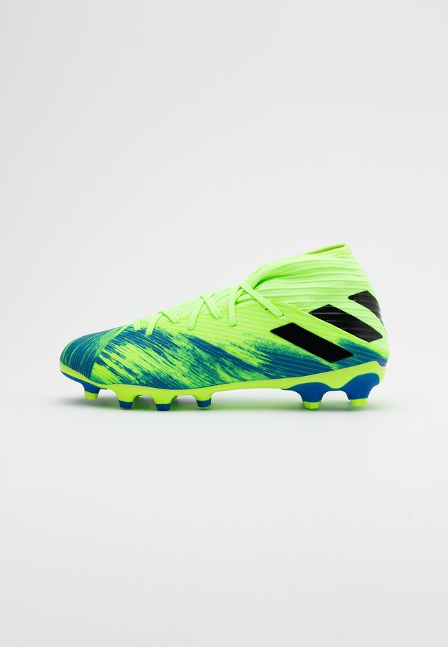 NEMEZIZ 19.3 MG - Voetbalschoenen met kunststof noppen - footwear white/core black/signal green