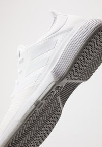 adidas Performance - GAMECOURT BARRICADE CLOUDFOAM TENNIS SHOES - Buty tenisowe uniwersalne - footwear white - 5