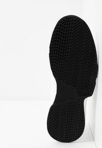 adidas Performance - GAMECOURT BARRICADE CLOUDFOAM TENNIS SHOES - Multicourt Tennisschuh - footwear white/core black/grey one - 4