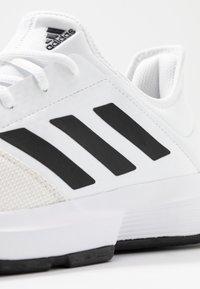 adidas Performance - GAMECOURT BARRICADE CLOUDFOAM TENNIS SHOES - Multicourt Tennisschuh - footwear white/core black/grey one - 5