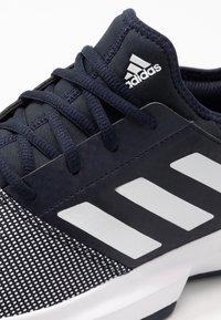 adidas Performance - GAMECOURT BARRICADE CLOUDFOAM TENNIS SHOES - Kengät kaikille alustoille - legend ink/footwear white - 5