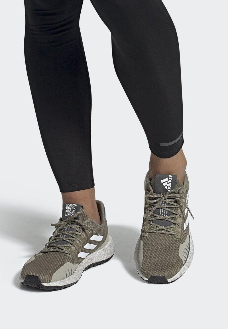 adidas Performance - PULSEBOOST HD WINTER SHOES - Hardloopschoenen neutraal - green/white