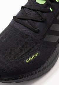 adidas Performance - ULTRABOOST A.RDY - Obuwie do biegania treningowe - core black/signal green - 5