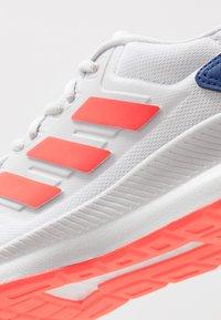 adidas Performance - RUNFALCON - Obuwie do biegania treningowe - footwear white/solar red/dash grey - 5