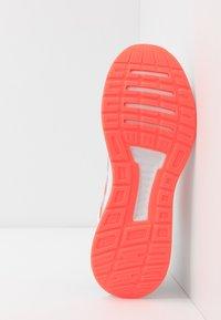 adidas Performance - RUNFALCON - Obuwie do biegania treningowe - footwear white/solar red/dash grey - 4