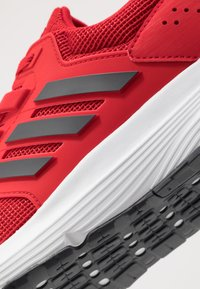 adidas Performance - GALAXY 4 - Zapatillas de running neutras - scarlet/grey six/footwear white - 5