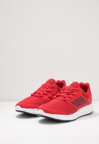 adidas Performance - GALAXY 4 - Zapatillas de running neutras - scarlet/grey six/footwear white - 2
