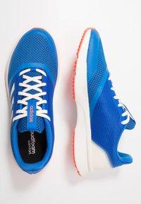 adidas Performance - NOVA FLOW - Nøytrale løpesko - glow blue/footwear white/solar red - 1