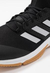 adidas Performance - COURT TEAM BOUNCE - Käsipallokengät - core black/silver metallic/footwear white - 5