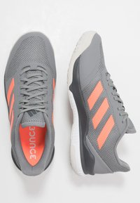 adidas Performance - STABIL BOUNCE - Käsipallokengät - grey three/signal coral/grey six - 1