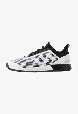 DEFIANT BOUNCE 2  - Buty tenisowe uniwersalne - core black/footwear white