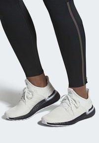 adidas Performance - ULTRABOOST 19 SHOES - Laufschuh Stabilität - white - 0