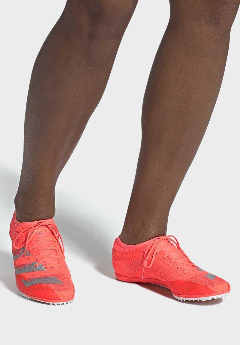 adidas Performance - ADIZERO AMBITION SPIKES - Kolce - signal coral