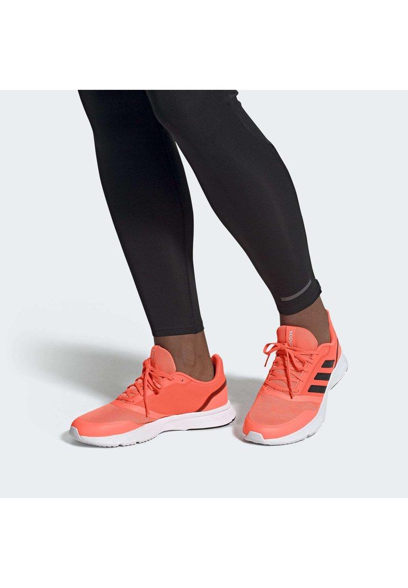 adidas Performance - Obuwie do biegania Szlak - signal coral