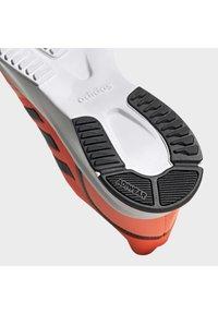 adidas Performance - Obuwie do biegania Szlak - signal coral - 8