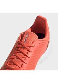 adidas Performance - Obuwie do biegania Szlak - signal coral - 10