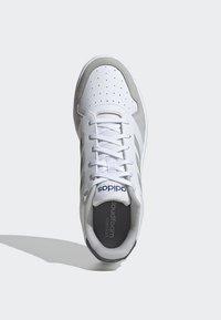adidas Performance - GAMETALKER SHOES - Stabile løpesko - white - 2