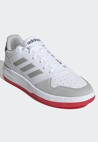 adidas Performance - GAMETALKER SHOES - Stabile løpesko - white - 3