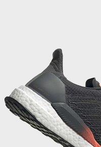 adidas Performance - SOLARBOOST 19 SHOES - Zapatillas de running estables - grey - 7