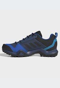 adidas Performance - TERREX AX3 GORE-TEX HIKING SHOES - Hikingsko - black - 7