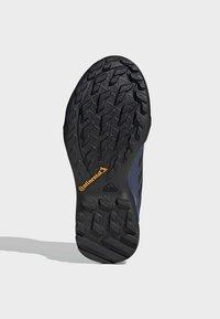 adidas Performance - TERREX AX3 GORE-TEX HIKING SHOES - Hikingsko - black - 5