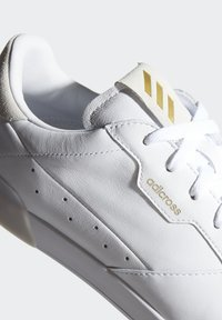 adidas Golf - ADICROSS RETRO GOLF SHOES - Golfschuh - white - 8