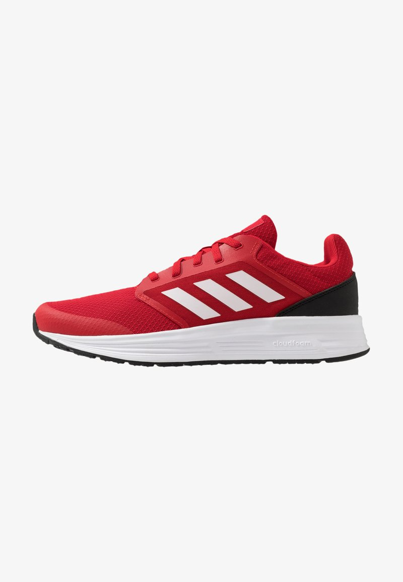 adidas Performance - GALAXY CLASSIC CLOUDFOAM SPORTS RUNNING SHOES - Obuwie do biegania treningowe - scarlet/footwear white/core black