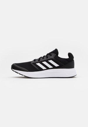 GALAXY CLASSIC CLOUDFOAM SPORTS RUNNING SHOES - Juoksukenkä/neutraalit - core black/footwear white