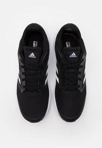 adidas Performance - GALAXY CLASSIC CLOUDFOAM SPORTS RUNNING SHOES - Obuwie do biegania treningowe - core black/footwear white - 3
