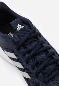 adidas Performance - FLUIDSTREET CLOUDFOAM SPORTS SHOES - Obuwie treningowe - legend ink/grey two/tech indigo - 5