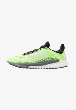 SOLAR GLIDE BOOST SHOES - Neutral running shoes - siggnr/cwhite/cblack