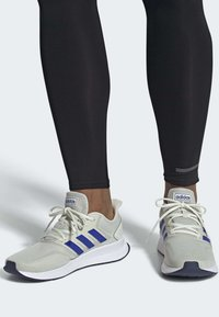 adidas Performance - RUNFALCON SHOES - Trainers - grey - 0