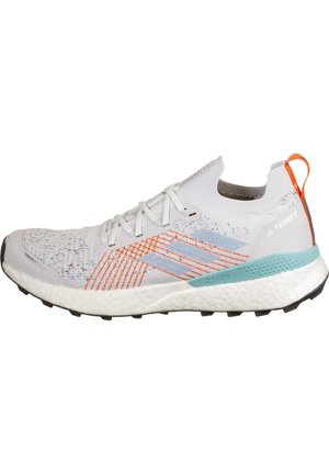 TERREX TWO ULTRA PARLEY TRAIL LAUFSCHUH HERREN - Zapatillas de running neutras - dash grey / footwear white / true orange