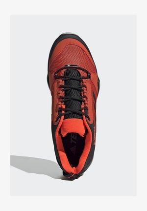 TERREX AX3 HIKING SHOES - Hikingschuh - orange