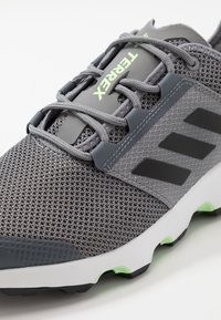 adidas Performance - TERREX VOYAGER - Walking trainers - grey three/core black/signal green - 5