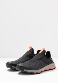 adidas Performance - TERREX VOYAGER SLIP_ON - Vaelluskengät - core black/grey three/solar red - 2