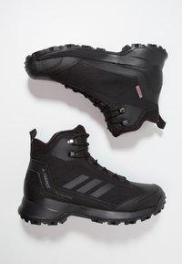 adidas Performance - TERREX HERON MID WINTER HIKING SHOES - Obuwie hikingowe - core black/grey four - 1