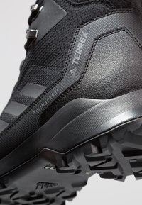 adidas Performance - TERREX HERON MID WINTER HIKING SHOES - Obuwie hikingowe - core black/grey four - 5