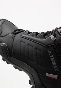 adidas Performance - TERREX AX3 BETA MID CLIMAWARM HIKING SHOES - Trekingové boty - core black/grey five - 5