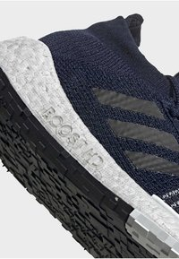 adidas Performance - 2019-12-01 PULSEBOOST HD SHOES - Sneaker low - blue - 7