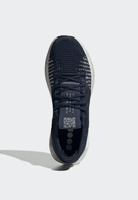 adidas Performance - 2019-12-01 PULSEBOOST HD SHOES - Sneaker low - blue - 2