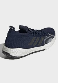 adidas Performance - 2019-12-01 PULSEBOOST HD SHOES - Sneaker low - blue - 4