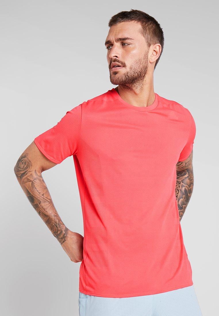 adidas Performance - SUPERNOVA TEE - T-shirt con stampa - shock red